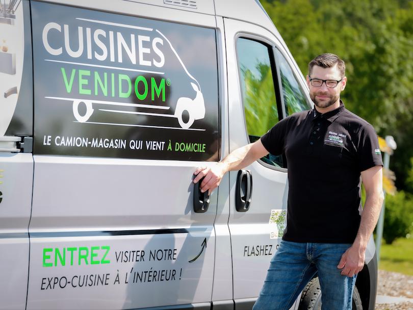 Venidom : tout roule pour le magasin de cuisines qui vient à la maison