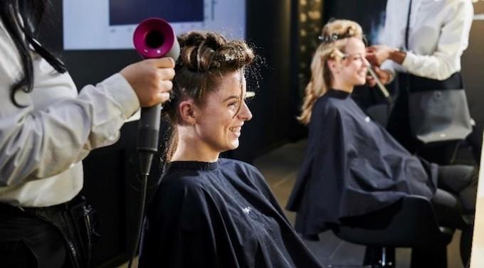 Expérience client : Dyson installe des salons de coiffure dans ses boutiques en propre