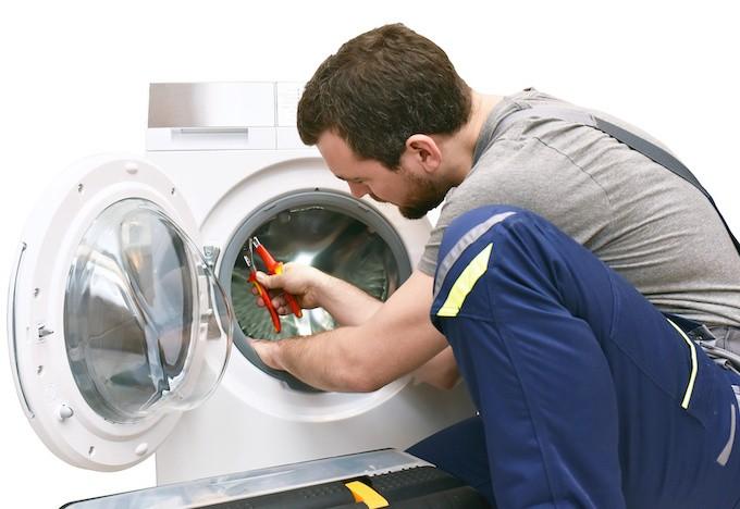 Technicien(ne) en électroménager, quand les métiers de la réparation deviennent tendance